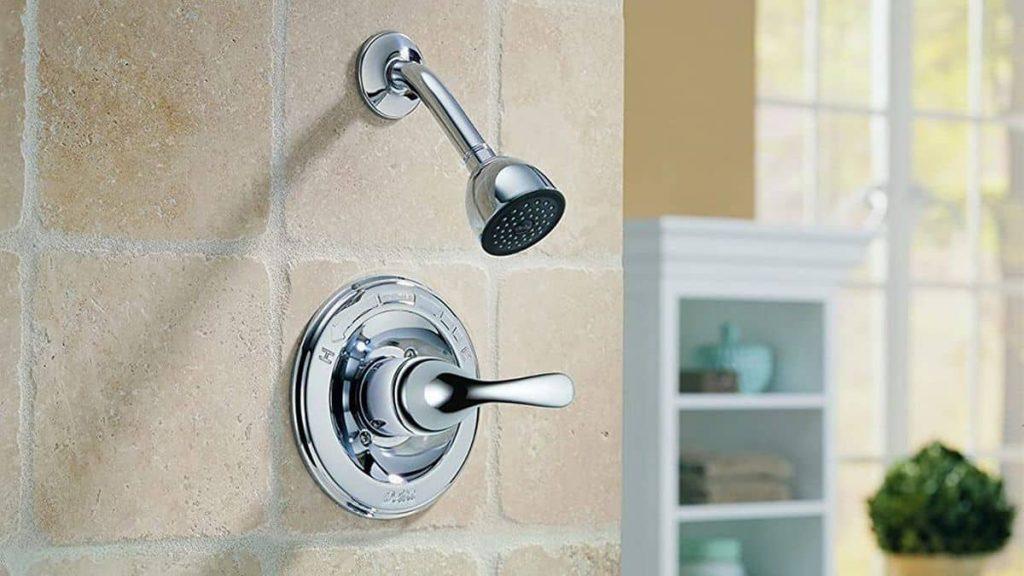 How do you replace a single handle bathtub faucet